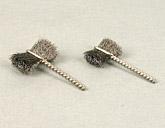 Sidetuft brush